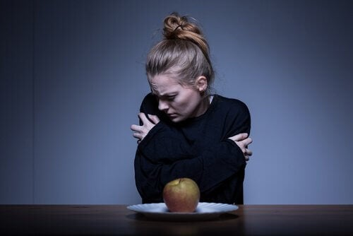 anoreksiya problemi olan bir kadın ve vücut algısı