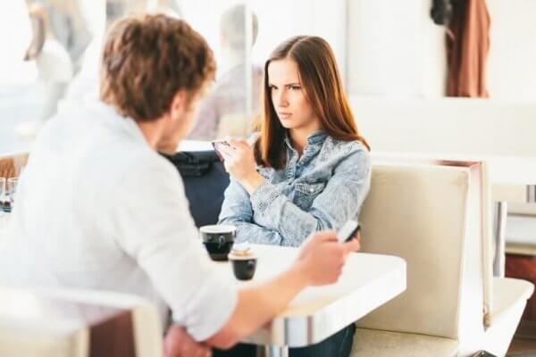 kafede anlaşamayan çift