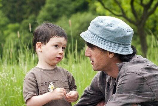 baba oğul konuşuyor