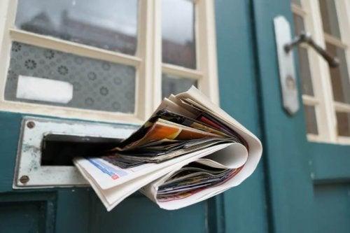kapı deliğinde gazete