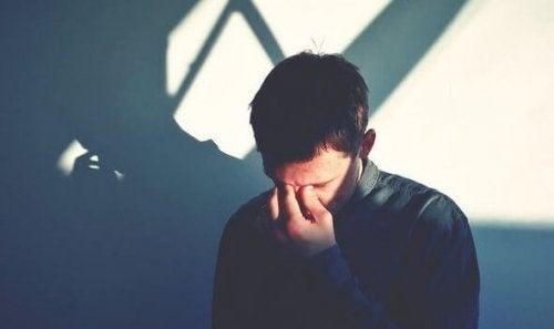 merhamet yorgunluğu yaşayan adam