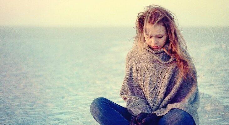 üzüntülü kız