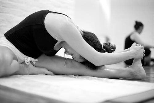 Bikram Yoga: Özellikleri ve Faydaları