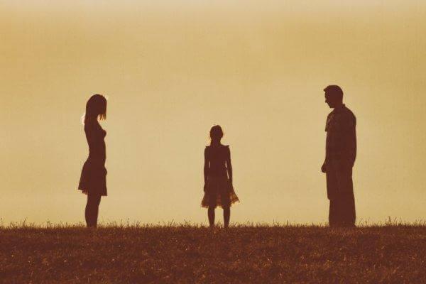 boşanmış anne baba arasında kalan kız