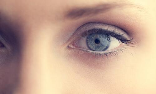 anksiyete gösteren gözler