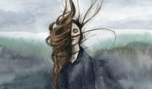 kadının saçları uçuyor