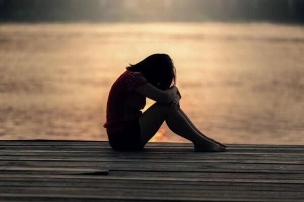 yalnız kadın