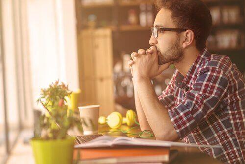 İnatçı Veya Kati: Aralarındaki Fark Nedir?