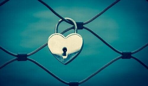 kalp şeklinde bir kilit