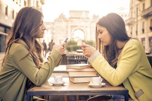 birbirini dinlemeyen arkadaşlar