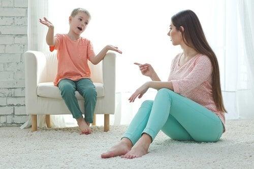 dikkat dağıtma metodu uygulana anne ve oğlu