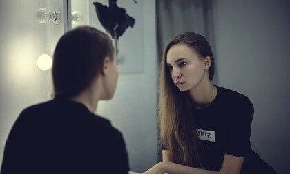 Ayna Terapisi: Nedir ve Nasıl Kullanılır?