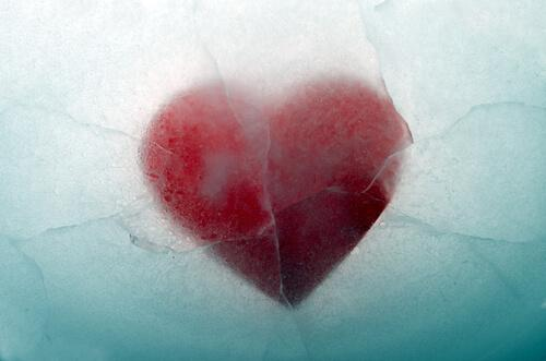 duygusal mesafe metaforu olarak donmuş kalp