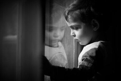 çocuklarda patolojik keder beliritleri