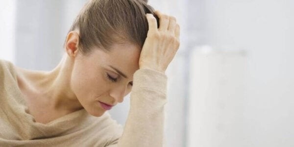 saat değişimi nedeniyle depresyona giren kadın
