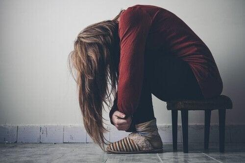 bağımlılıktan muzdarip genç kız