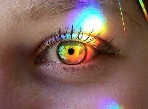 renkli ışık vuran göz