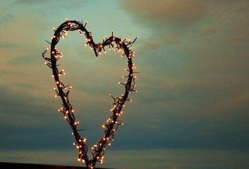 ışıklı kalp şekli