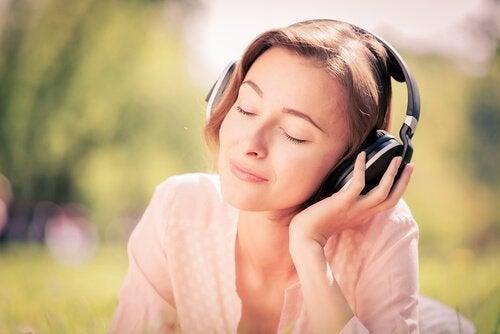 Anksiyeteyi Hafifleten ve Bizi Rahatlatan 7 Şarkı