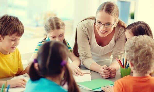 öğretmen öğrencileriyle