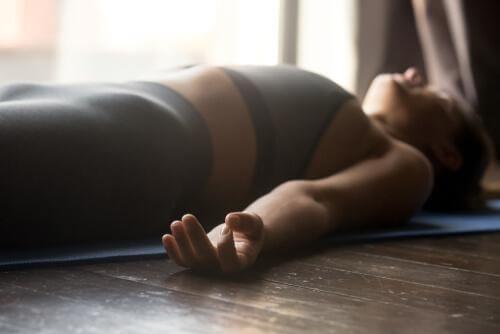yoga şavasana asanası