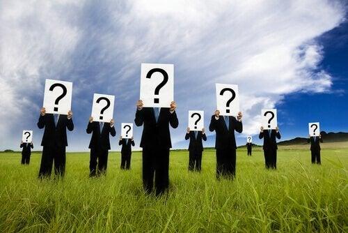 soru işaretli adamlar