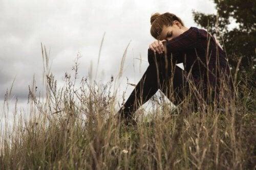 yaratıcı umutsuzluk yaşayan kadın