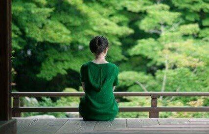 yeşilli kadın
