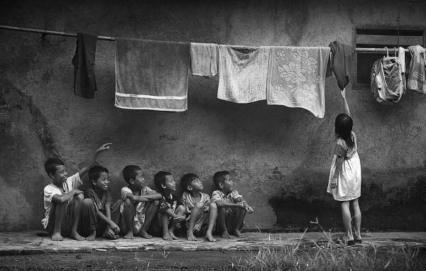 yoksul mahalle çocukları