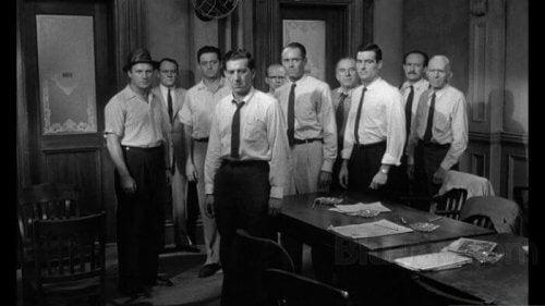 12 Kızgın Adam: Bir Lider Bir Grubun Fikrini Nasıl Değiştirebilir