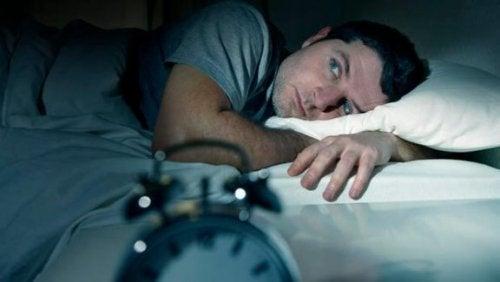 uyuyamayan bir adam