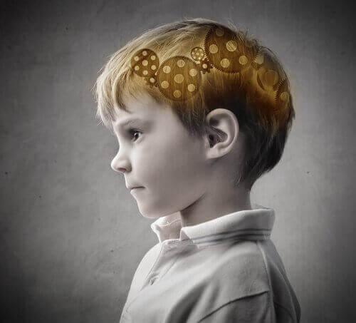 beyninde çark olan çocuk