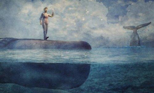 uyurgezerlikle ilgili denizde yürüyen adam resmi