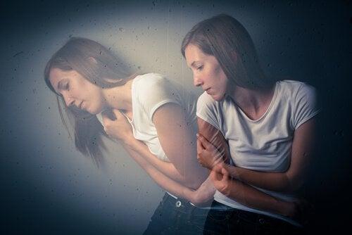 depresyondaki kadın ve silüeti