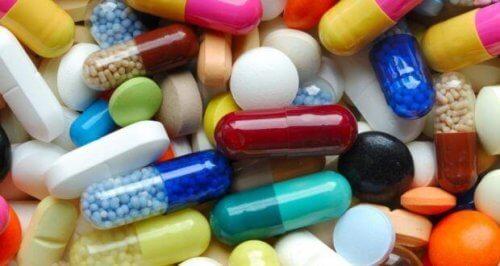 rengarenk kapsüller ve tabletler