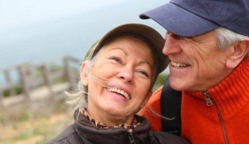 yaşlılarda duygusal zeka temsili çift