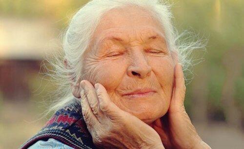 Yaşlılıkta Duyguları Düzenlemek: Mutluluğun Anahtarı