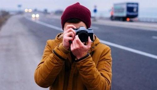 fotoğraf çeken adam