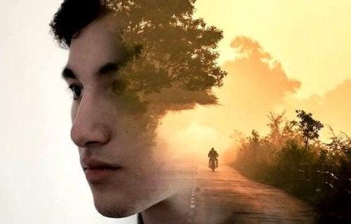 yüzü ormanla kaplı genç