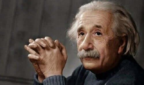 Albert Einstein: Devrimci Bir Dehanın Biyografisi