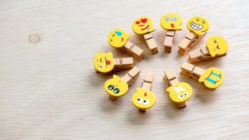 mandalları emojilerle süslemek