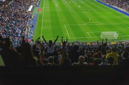 heyecanla maç izleyenler