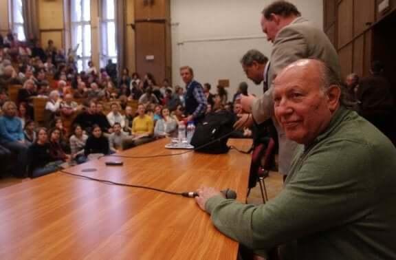 Imre Kertesz bir konferansta