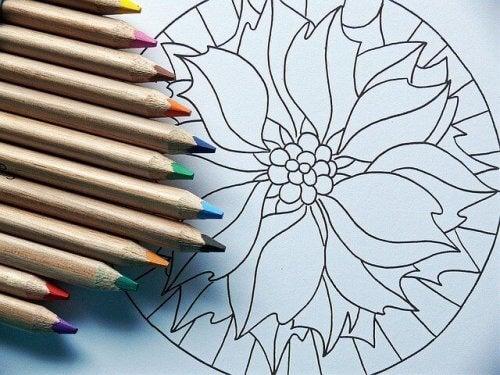boyama kitabı ve kalemler
