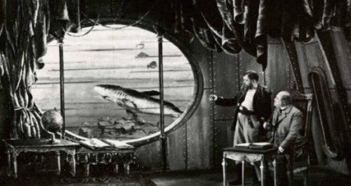 denizaltı çizimi ve iki insan ve jules verne
