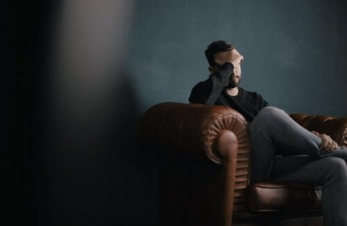 depresyondaki adam psikoloji oturumu