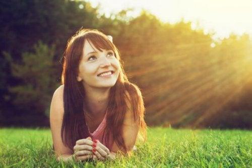 gülen mutlu kadın