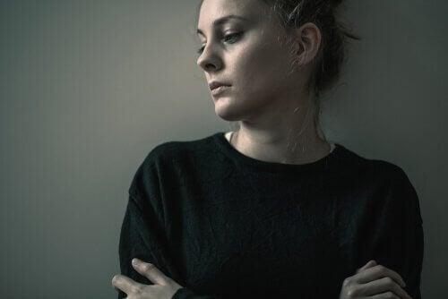 üzgün kadın kişisel bozukluk