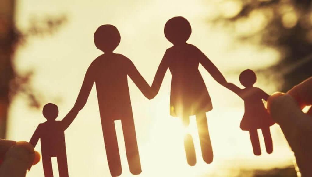 Katlanır anne baba ve çocuk figürleri
