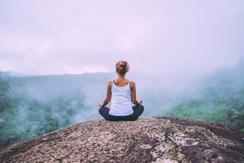 olumsuz duyguları kabul etmek için meditasyon